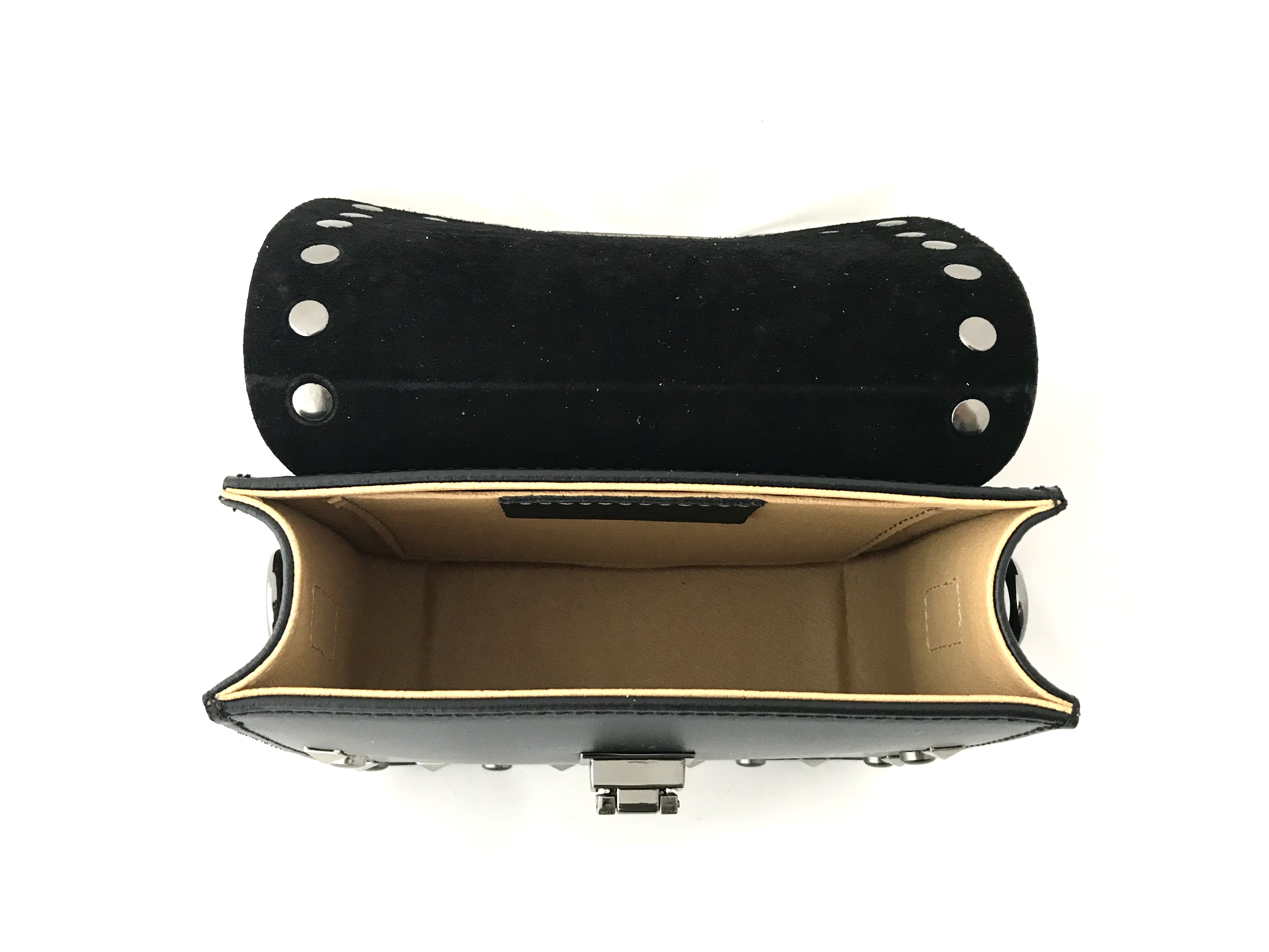 kleine tasche schwarz t essa. Black Bedroom Furniture Sets. Home Design Ideas
